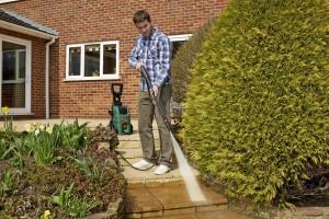 La pulizia delle scale di pietra con idropulitrice
